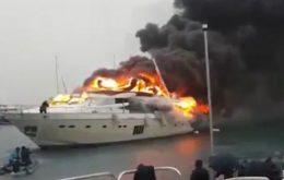 В Сан-Тропе сгорела яхта